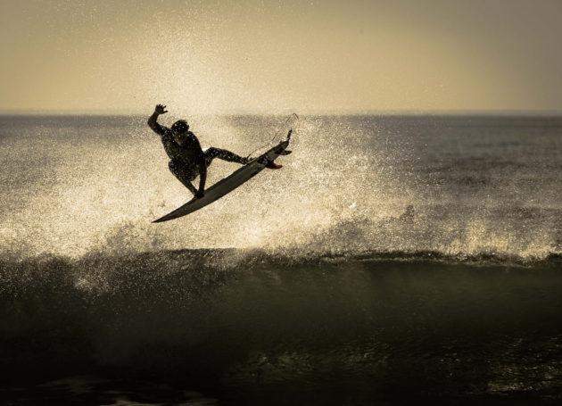 Aerial eines Surfers