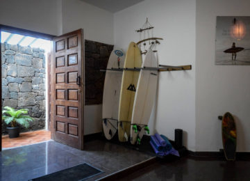 Entrance area with surfboards