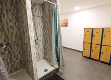Duschen im Surfshop für nach den Sessions