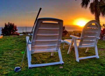 Sonnenuntergang mit Liegestühlen