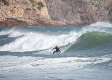 Surfer am Fuss der Welle