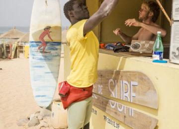Surfer öffnen Surfschule