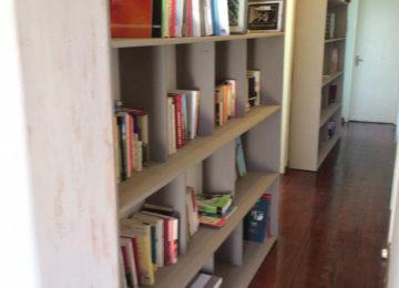 Surfhouse Büchergestell