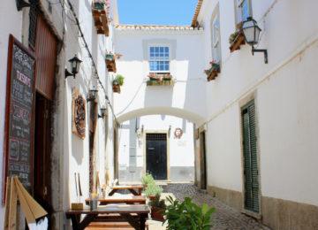 Street café in the Algarve