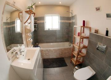 Bathroom in Kanalu Surfcamp