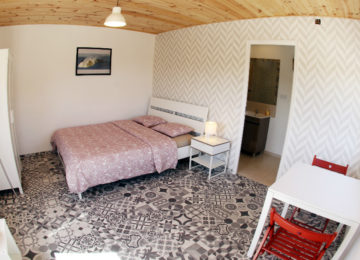 Double room with large double bed