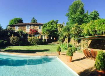 Unterkunft mit Pool und Garten