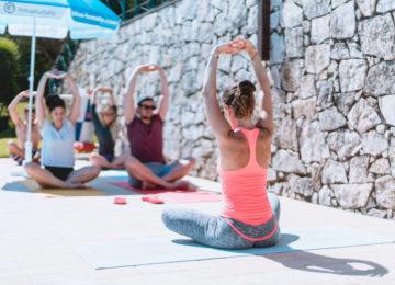 Yoga Session im Aussenbereich