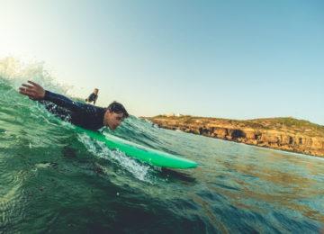 Surfer kurz vor dem Pop-up