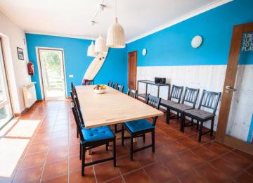 Essbereich mit grossem Tisch