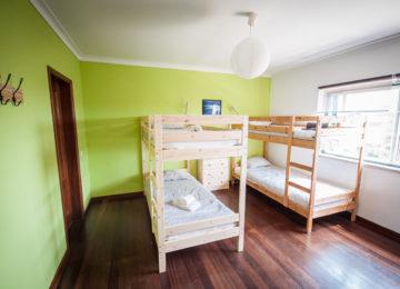 Mehrbettzimmer mit Stockbetten