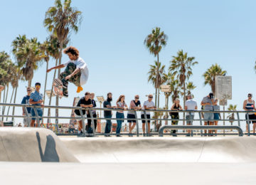 Skater mit Ollie am Venice Beach