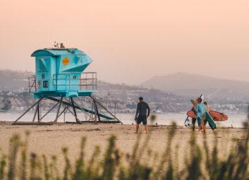 Baywatch Häuschen mit Surfer