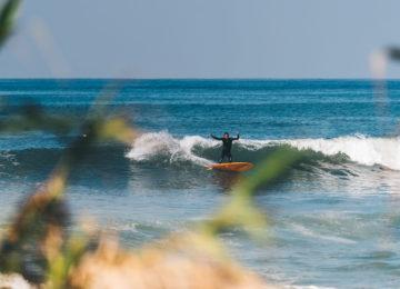 Surfer mit Turn in San Clemente