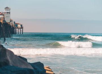 Surfer am Pier