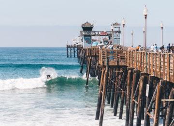 Surfer beim Venice Beach Pier
