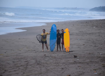 Surfer am Medewi Beach