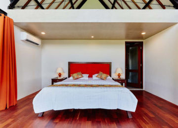 Luxurious double room with king size double bed in Bali