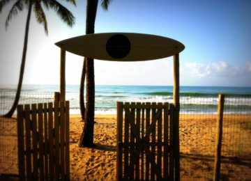 Tor zum Surfstrand in Salvador