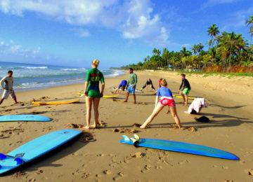 Surfkurs Einwärmen am Strand