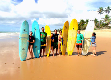 Surfkurs Gruppe am Strand