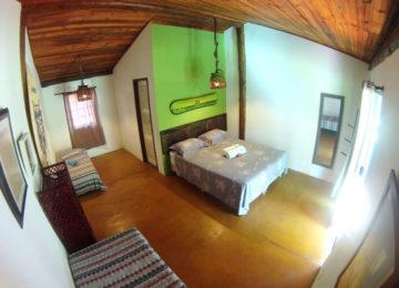 Bungalow mit Doppelbett und Einzelzimmer