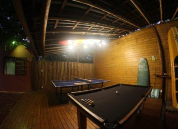 Tischtennis und Billardtisch