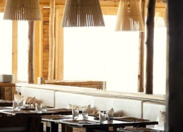 Das Restaurant bereit für die Gäste