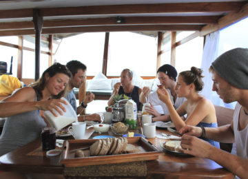 Breakfast at the Indo Surf Boat Trip