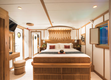 Double room with double bed on Kudanil Explorer