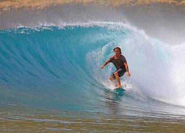 Surfer in Traumkulisse auf Lombok