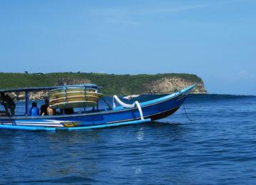 Boot auf dem Weg zum Surfspot