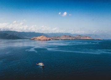 Kudanil Explorer mit Inselgruppe in Indonesien