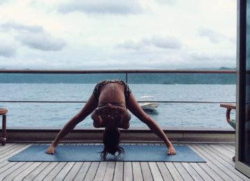 Yoga Session auf dem Kudanil Explorer