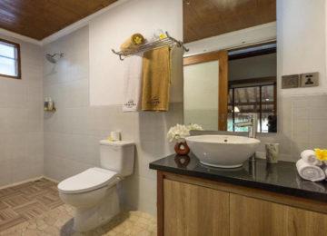 Badezimmer im Surf Resort Lombok