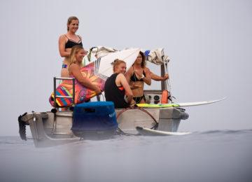 Surfer Girls Mentawais