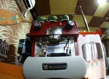 Kaffeemaschine auf dem Mentawai Surfcharter