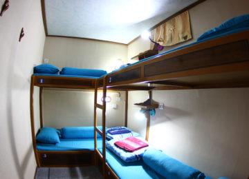 Mehrbettzimmer auf Mentawai Surf Boat