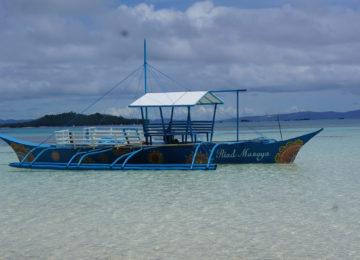Traditionelles Boot für Island Hopping Ausflug