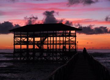 Berühmter Cloud9 Steg beim Sonnenuntergang