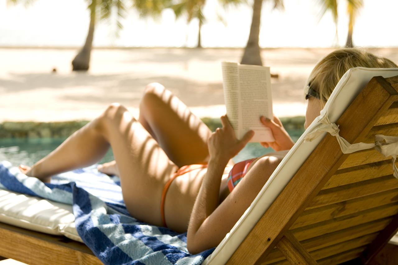 Chillen und Lesen am Pool