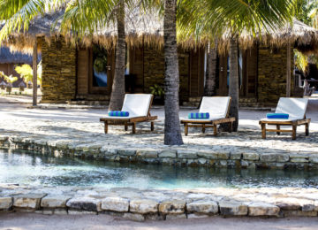 Nemberala Beach Resort Pool und Bungalow