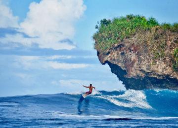 Rock Island Surfspot mit Surfer