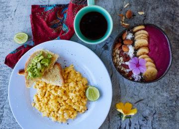 Gesundes Frühstück im Eco Surf Resort