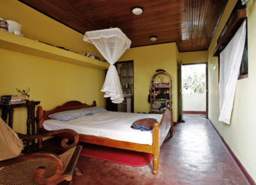 Double room with double bed in Ahangama