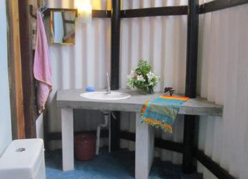 Outdoor bathroom of the Stardust in Arugam Bay