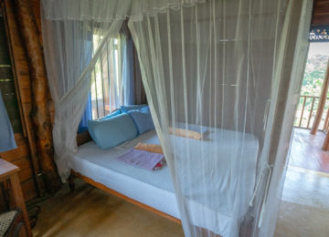 Double room with mosquito net Sri Lanka