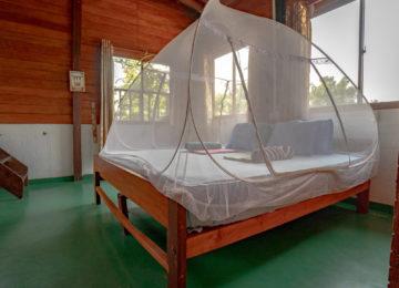 Doppelzimmer mit Moskitonetz