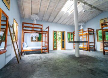 Mehrbettzimmer des Surf und Yoga Camp in Mirissa