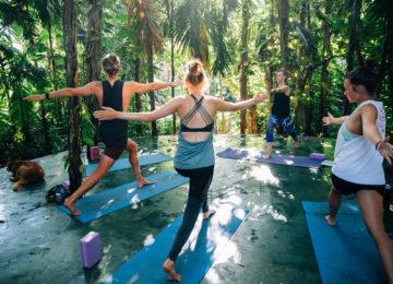 Yoga Session auf Plattform in Mirissa